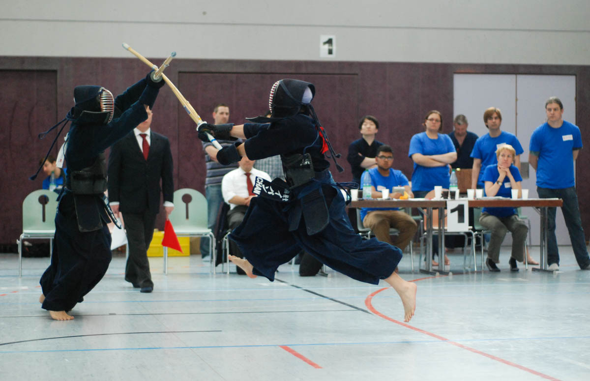 Museidolid Ivan Chan launching an attack in a kendo match